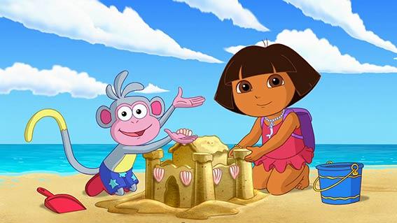 یکی از دلایل محبوبیت این کارتون بین بچه ها اینست که این کارتون سعی میکند بیننده را هم در انجام کارها شریک کند و با بیننده تعامل داشته باشد. یکی از سازندگان Dora the Explorerمیگوید: ما میخواستیم کارتونی تولید کنیم که به بچه های کوچک مهارتهای حل مساله را آموزش دهد.