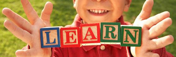 برای آگاهی از چگونگی پرورش کودک دوزبانه تان مطالعه کنید؛  زمانی که در مورد چگونگی پرورش کودکتان به صورت دوزبانه اطلاعات کسب می کنید و در مورد روش ها و راه کارهای علمی آن مطالعه می کنید، بهتر و بیشتر می توانید در روند رشد مهارت های زبانی کودک دوزبانه تان، همراه و پشتیبانش باشید. از کتاب های مختلف استفاده کنید. سعی کنید با والدینی که کودک دوزبانه دارند و یا در حال پرورش کودک دوزبانه شان هستند، در ارتباط باشید و از تجربه های آن ها استفاده کنید. به دنبال موسسه هایی بگردید که در این زمینه فعالیت می کنند و یا در این زمینه می توانند اطلاعات مفیدی در اختیارتان بگذارند.  همچنین کسب اطلاعات بیشتر در مورد پرورش کودک دوزبانه باعث می شود که بتوانید با اعتماد به نفس بیشتری پیش بروید و در این راه آسان تر بتوانید با بالا و پایین های آن روبرو شوید.  برای موفقیت در هر راهی بایستی روش های علمی آن را بدانید و به کار ببرید.  مونا منتها