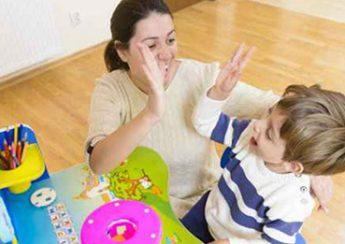 کی باید زبان دوم را با کودکم شروع کنم؟