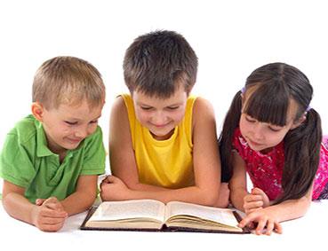 نقش کتاب و قصه گویی در روش غیرمستقیم پرورش کودک دوزبانه